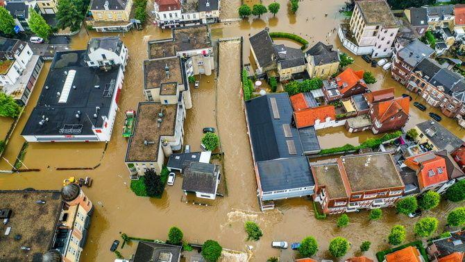 Carrers de Valkenburg, als Països Baixos, completament inundats