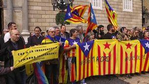 Manifestants a la plaça Sant Jaume