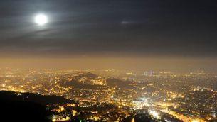 Contaminació lumínica sobre Barcelona al desembre de 2015 (Alfons Puertas)