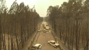 La carretera convertida en trampa mortal de l'incendi a Portugal, a vista de dron