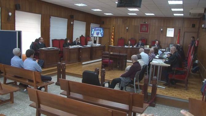 La fuga de dos acusats de pederàstia altera el judici a l'Audiència de Tarragona