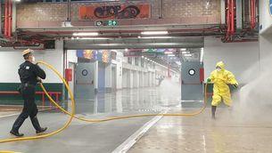 Efectius de l'UME desinfecten les instal·lacions de Mercabarna