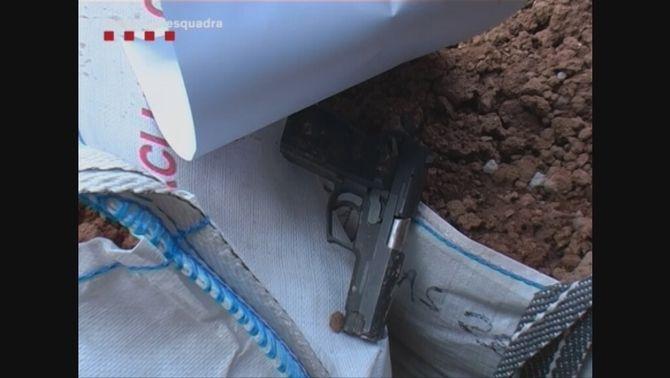 La policia troba una pistola en un contenidor d'una obra