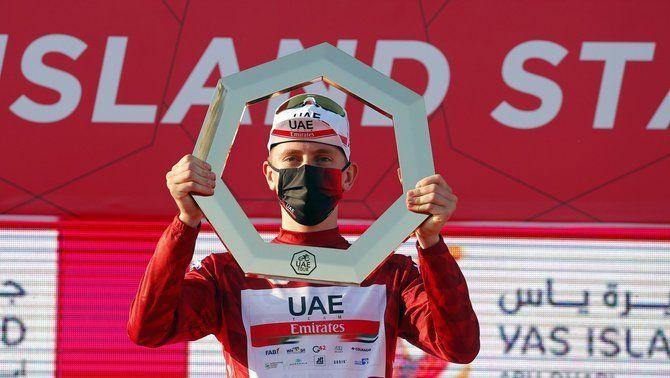 Tadej Pogacar renova amb l'UAE Emirates fins al 2026