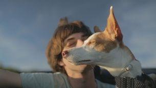 Víctor Ramírez, alma mater de Ramirez Exposure fotografiat amb el seu gos Colombo per Carmen Corinne