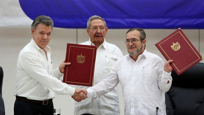 El govern colombià i les FARC escenifiquen la pau definitiva