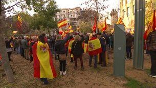 El dia de la Constitució a Girona: acte de VOX, manifestació antifeixista i càrregues policials
