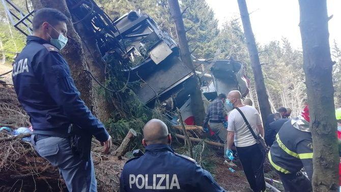 imatge de la policia italiana des del lloc de l'accident amb els equips de rescat