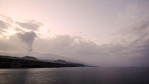 Frena de cop l'activitat del volcà de La Palma mentre la lava amenaça d'arribar al mar