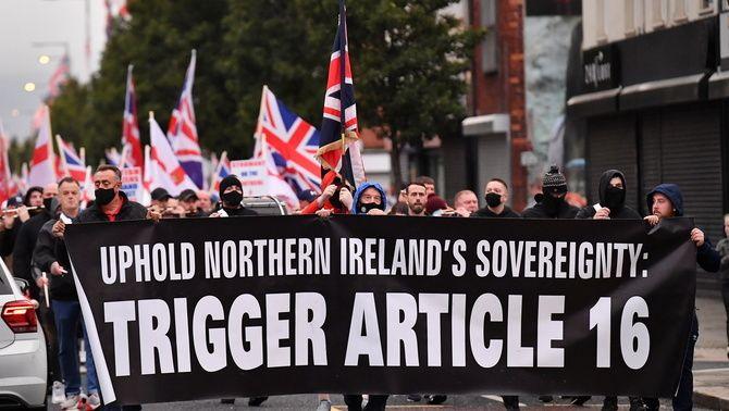 Manifestació a Belfast per demanar l'aplicació de l'article 16 del Protocol del Brexit