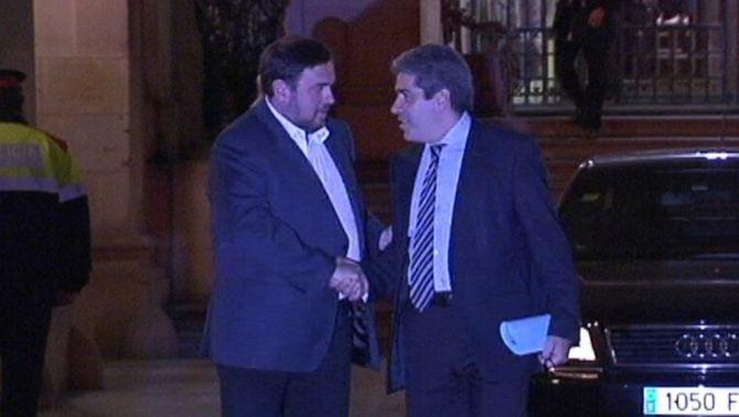 CiU i ERC tanquen un acord de governabilitat que estableix la consulta en el 2014