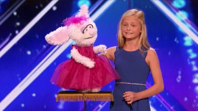 """Una ventríloqua de dotze anys enlluerna en un """"talent show"""" nord-americà"""