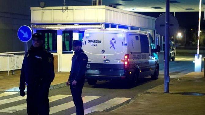 El furgó policial amb Carme Forcadell i Dolors Bassa entrant a la presó d'Alcalá Meco (EFE)