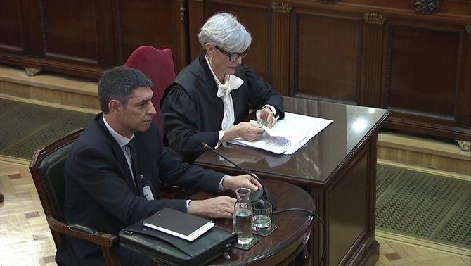 Trapero diu que la secretària judicial podia sortir de forma segura per la porta d'Economia