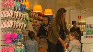 6,5 de cada 10 vianants fan una compra als comerços dels centres urbans