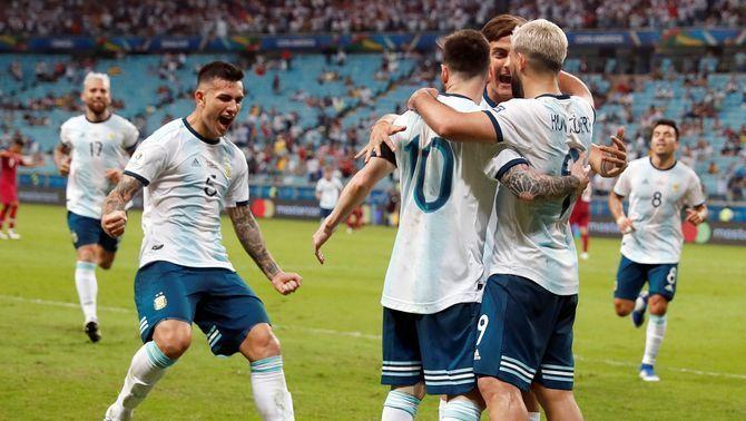 Argentina, amb un Messi discret, passa a quarts de la Copa Amèrica després de guanyar Qatar (2-0)