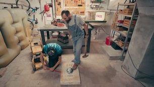 """En Peyu i en Jair Dominguez ens fan un tutorial sobre exhumació al """"FAQS"""""""