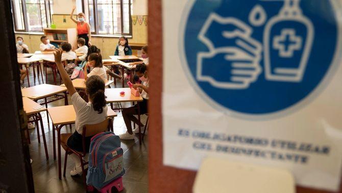 Una aula s'ha de ventilar 5 vegades cada hora per reduir el risc de contagi de Covid