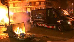 Una protesta en suport a Hasél acaba amb incidents a la delegació del govern espanyol