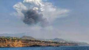 Què passa quan la lava arriba al mar: efecte devastador primer i més vida marina després
