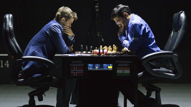 Magnus Carlsen es proclama campió del món d'escacs per segona vegada derrotant Viswanathan Anand