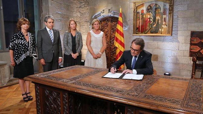 Mas firma el decret que convoca les eleccions al Parlament de Catalunya el 27 de setembre