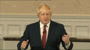 Johnson renuncia a Downing Street