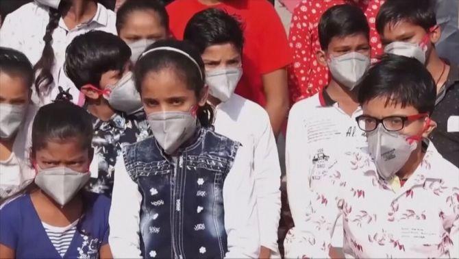 Els escolars de l'Índia fan un jurament ambiental contra la mala qualitat de l'aire