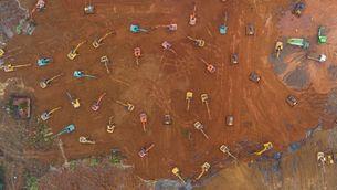 Imatge aèria dels processos d'excavació per construir l'hospital (EFE)