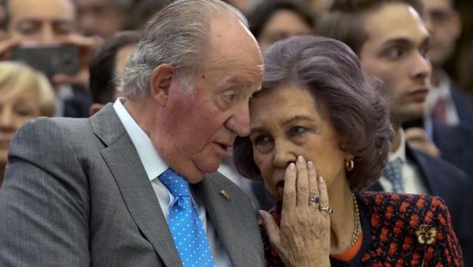 Anticorrupció investiga els reis Joan Carles i Sofia per l'ús de targetes opaques