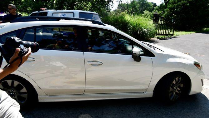 Cosby, dins d'un cotxe després de sortir de la presó