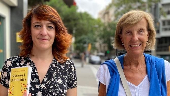 """Núria Viladomat, autora de """"Solteres i encantades"""" i la professora Àngels Alavedra"""