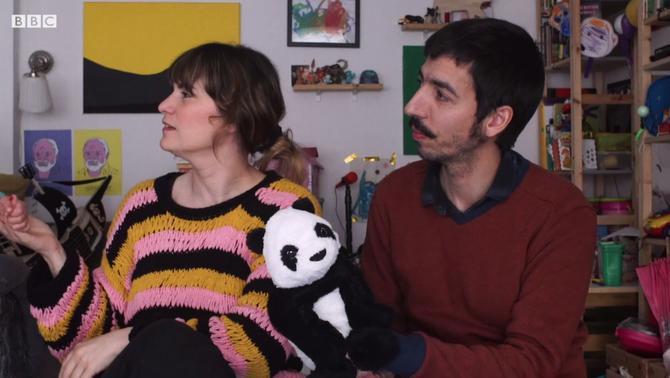 Com és el confinament amb una nena de 4 anys, el vídeo viral d'un català per a la BBC