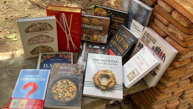 Llibres per llegir, cuinar i devorar aquest Sant Jordi de confinament