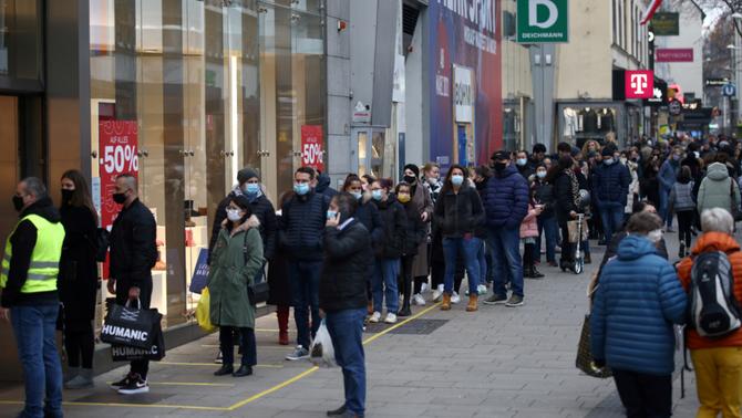 Escoles tancades i segon confinament estricte a Àustria fins al 6 de desembre