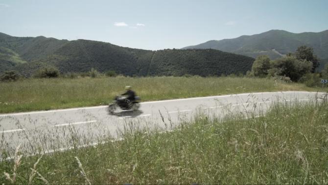 Centenars de motos de gran cilindrada que transiten a tota velocitat per les carreteres del Montseny