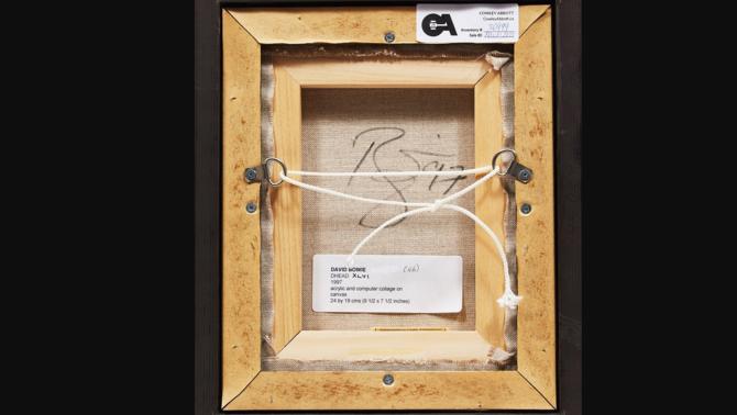 Al dors del quadre hi ha la signatura, ja certificada, de David Bowie i l'any que es va pintar