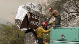 Cobreixen amb mantes sequoies mil·lenàries a Califòrnia per protegir-les dels incendis