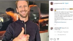 Romain Grosjean mostra una mà lliure de benes