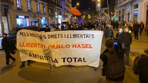 Capçalera de la manifestació per la llibertat de Pablo Hasél a Barcelona