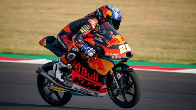 """Raúl Fernández fa la """"pole"""" de Moto3 a Motorland i Arenas és tercer"""