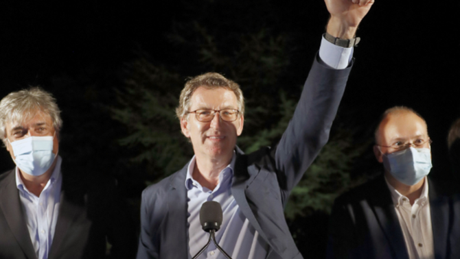 Alberto Núñez Feijóo celebra la seva quarta majoria absoluta (EFE/Lavandeira jr)