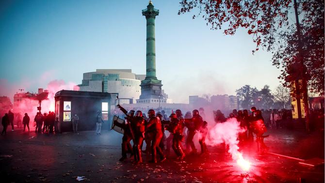 46.000 persones protesten a París contra la nova llei de seguretat global