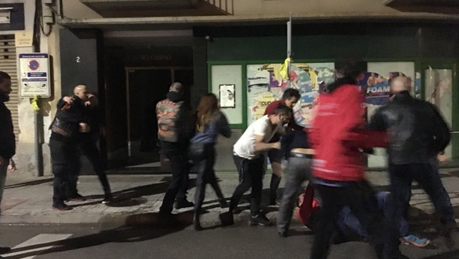 Dues agressions a Catalunya per posar i treure llaços grocs al Bages i Osona